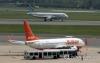 10일 오후 서울 강서구 김포공항의 국내선 계류장에 국내 저비용항공사(LCC; Low Cost Carrier) 여객기가 착륙하고 있다.      이날 한국공항공사와 인천국제공항공사 통계에 따르면 LCC가 처음 취항한 2005년 8월 이후 지난달까지 운임을 낸 누적 승객은 1억1천479만명을 기록했다.     진에어·제주항공·에어부산·이스타항공·티웨이항공 등 5곳이었던 국적 LCC는 오는 11일 에어서울의 취항으로 6년 만에 6곳으로 늘어난다. 2016.