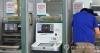 3일 오전 서울 용산구의 한 KEB하나은행 ATM 앞에 금융거래 일시중단 안내문이 붙어 있다.     옛 하나은행과 외환은행의 정보기술(IT) 시스템을 통합하는 작업으로 인해 4일 0시부터 7일 6시까지 모든 금융거래 및 일부카드 서비스 이용이 제한된다. 자세한 내용은 하나카드 홈페이지(www.hanacard.co.kr)와 고객센터(☎1800-1111)에서 확인할 수 있다. 2016.6.3