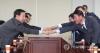 인사하는 한국당-바른정당 통합추진 모임